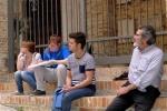 il-prof-lucio-sarra-ed-alcuni-studenti-dellisia-design-in-uno-dei-sopralluoghi-al-centro-storico-della-cittadina